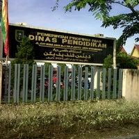 Photo taken at Kantor Dinas Pendidikan Provinsi Riau by Nouna M. on 7/4/2013