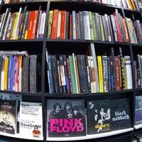 Photo taken at Livraria Vanguarda by #elenão on 9/7/2015