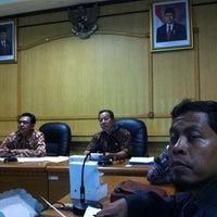 1/18/2013 tarihinde Noerdin H.ziyaretçi tarafından Dinas Perindustrian dan Perdagangan Provinsi Jawa Timur'de çekilen fotoğraf