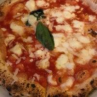 Photo prise au Sorbillo Pizzeria par Swen G. le2/16/2018