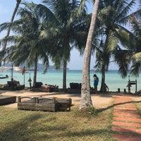 Photo taken at Koh Tao Cabana by Mariza F. on 3/23/2016