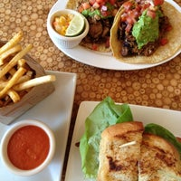 Foto scattata a Carnitas' Snack Shack da Lindsay A. il 9/29/2012