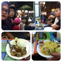 Photo taken at Thai Food Bersenang-senang by Es R. on 4/23/2014
