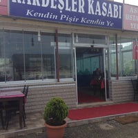 Photo taken at Koç Kardeşler Izgara&Köfte by Oz Y. on 4/26/2016