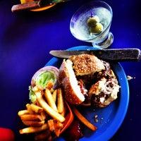 Photo prise au Hamburger Mary's par Backyard Tourist le6/18/2013