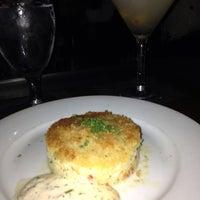 Снимок сделан в Eddie V's Prime Seafood пользователем Terrence H. 7/12/2013