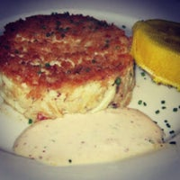 Снимок сделан в Eddie V's Prime Seafood пользователем Terrence H. 7/18/2013