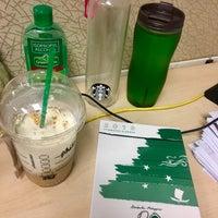 Das Foto wurde bei Starbucks Coffee von Filamer M. am 12/6/2017 aufgenommen