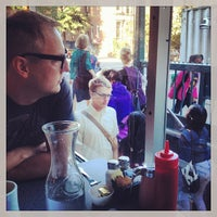 Снимок сделан в Dizzy's Diner пользователем Charlie O. 9/30/2013