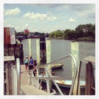 Das Foto wurde bei Hunts Point Riverside Park von Charlie O. am 8/17/2013 aufgenommen