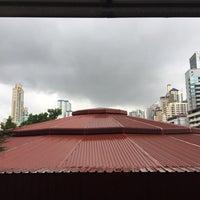 Photo taken at อาคาร 14 (อาคารเรียนรวม) ตึกไข่ดาว by nahmnahmmm s. on 5/17/2017