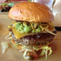 Снимок сделан в Hopdoddy Burger Bar пользователем Mike L. 5/4/2013