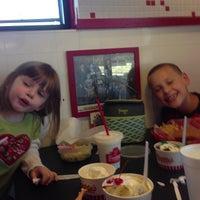 Foto tomada en Freddy's Frozen Custard & Steakburgers por Mike L. el 3/23/2013