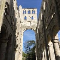 Photo prise au Abbaye de Jumièges par Yann B. le5/6/2016