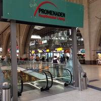 รูปภาพถ่ายที่ Promenaden Hauptbahnhof Leipzig โดย Christian L. เมื่อ 11/7/2013