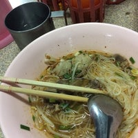Photo taken at ก๋วยเตี๋ยวแชมป์ @ตรงข้าม เพื่อนครัว หนองหอย by Natthachon S. on 11/10/2016