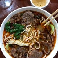 Foto diambil di Lan Zhou Handmade Noodle & Dumpling oleh Yera H. pada 9/9/2018