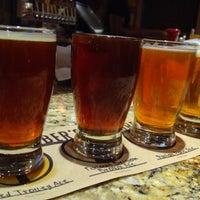Foto tirada no(a) Karl Strauss Brewing Company por Marina R. em 11/13/2012