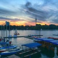 Das Foto wurde bei Ufertaverne von Fahad A. am 9/18/2014 aufgenommen