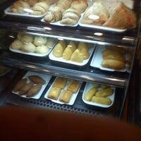 Foto tirada no(a) Bom Senso Café por Leonardo S. em 11/3/2012