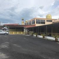 Photo taken at Masjid Al-Wustha Guar Chempedak by Hakim T. on 11/21/2016