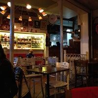 10/8/2012 tarihinde Maria B.ziyaretçi tarafından Çıtır Cafe & Pub'de çekilen fotoğraf