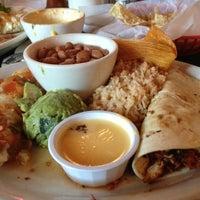 10/14/2012 tarihinde Jen K.ziyaretçi tarafından Guero's Taco Bar'de çekilen fotoğraf
