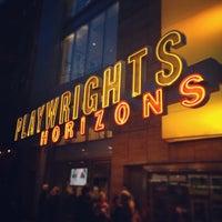 รูปภาพถ่ายที่ Playwrights Horizons โดย Brian B. เมื่อ 4/7/2013