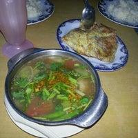 Photo taken at Restoran Ilham Tomyam by Rizalku on 12/28/2012