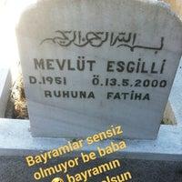 Das Foto wurde bei Altınşehir Mezarlığı von Merve Nur E. am 6/25/2017 aufgenommen