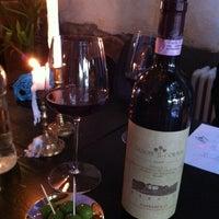 Das Foto wurde bei Briefmarken Weine - Grande Vini Piccola Cucina von Valer M. am 7/9/2014 aufgenommen