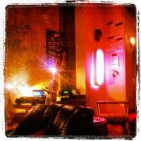 Photo prise au Room 77 par Erhan B. le10/28/2012