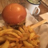 Снимок сделан в Honest Burgers пользователем Milo W. 10/16/2017