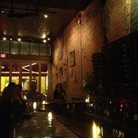 Foto tirada no(a) Vintage Wine Bar por UrbanFoodMaven em 3/14/2013