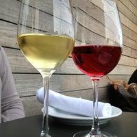 Das Foto wurde bei Tria Wine Room von UrbanFoodMaven am 4/8/2013 aufgenommen