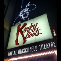Foto tomada en Kinky Boots at the Al Hirschfeld Theatre  por Stevie V. el 7/4/2013
