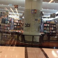 Photo taken at Books Kinokuniya (คิโนะคูนิยะ) 紀伊國屋書店 by Jureeratn R. on 8/8/2014