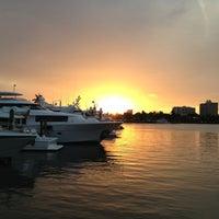 3/17/2013 tarihinde chetanziyaretçi tarafından Coconuts Bahama Grill'de çekilen fotoğraf