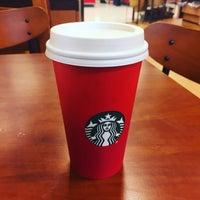 รูปภาพถ่ายที่ Starbucks โดย Neville E. เมื่อ 11/2/2015