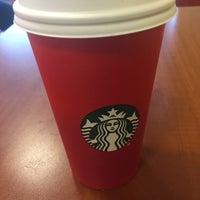 รูปภาพถ่ายที่ Starbucks โดย Neville E. เมื่อ 12/9/2015