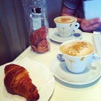 9/15/2012 tarihinde Maria V.ziyaretçi tarafından Café Ma Baker'de çekilen fotoğraf