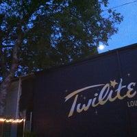 7/20/2013 tarihinde Bradley K.ziyaretçi tarafından Twilite Lounge'de çekilen fotoğraf