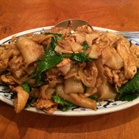 Photo taken at Thai Arroy Restaurant by Rachel L. on 9/10/2014