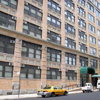 Foto scattata a NYU Greenwich Residence Hall da NYU il 12/4/2012