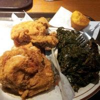 Das Foto wurde bei MacArthur's Restaurant von Martell G. am 10/18/2012 aufgenommen