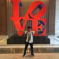 Das Foto wurde bei Sheraton Grand Jakarta Gandaria City Hotel von Rapunzel am 12/15/2017 aufgenommen