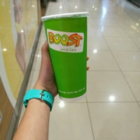 Photo taken at Boost Juice Bar by Peng S. on 9/11/2016