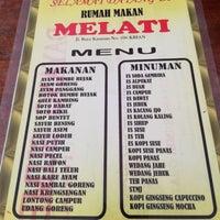 Photo taken at Rumah Makan Melati by Pitra Dwi Y. on 4/25/2018