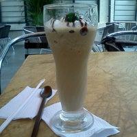 Foto tomada en Terraza Café Bucarica por LC B. el 8/9/2011