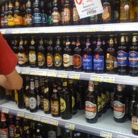 Foto tirada no(a) Supermercado Angeloni por Phelipe K. em 1/15/2012